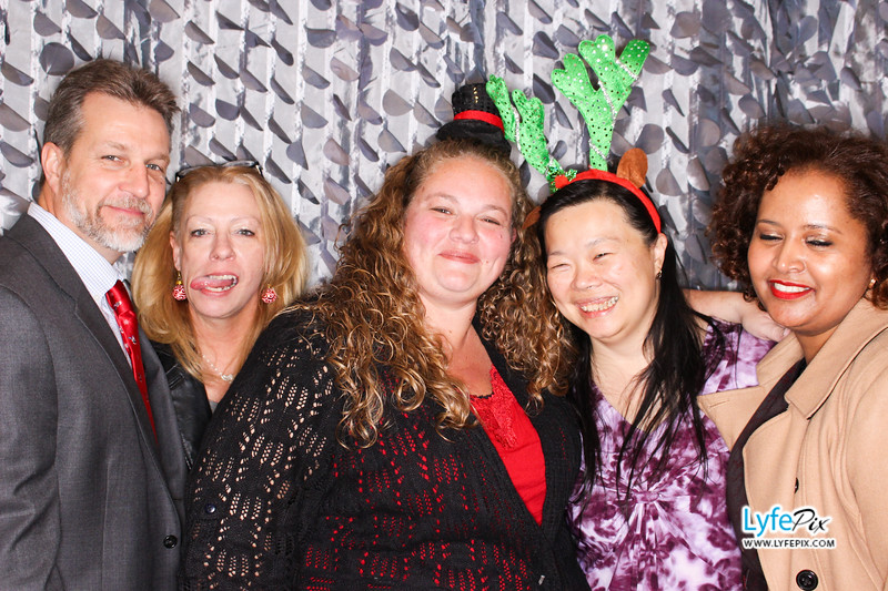 red-hawk-2017-holiday-party-beltsville-maryland-sheraton-photo-booth-0284.jpg
