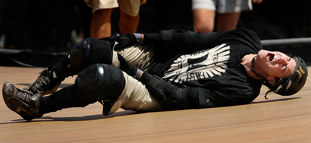 . Bob Burnquist of Vista,Calif., in severe pain as he crashes on his 2nd to last run during the Skateboard Big Air Finals during the Eleventh X Games at Staples Center in Los Angeles ,Calif., August 7. 2005.   (Pasadena Star-News Staff Photo Keith Birmingham/SXSports)