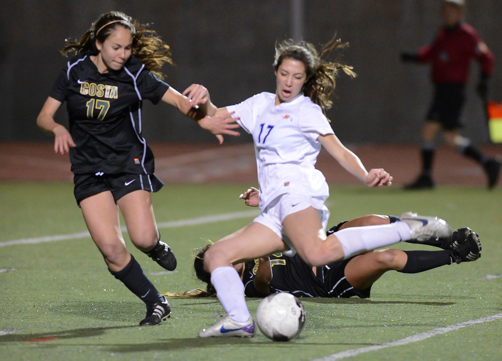 . Mira Costa\'s Kara Enomoto and Westlake\'s Arielle Ship battle for the ball  during quarterfinal action.  Westlake defeated Mira Costa 1-0 in the quarterfinal.  Photo by David Crane/Staff Photographer