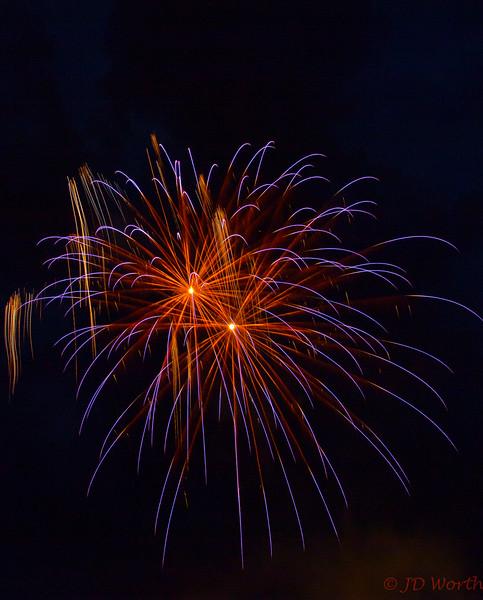 070417 Luray VA Downtown Fireworks -Red Orange Starburst Duo with Blue Streamers-0883.jpg