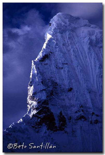 chacraraju south west ridge dx.jpg