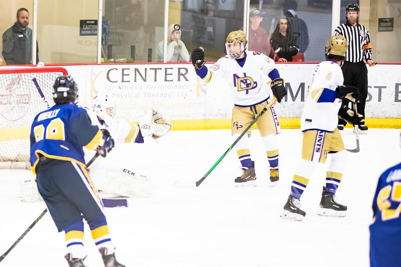 Div1 Hockey v DV-_08I9700.jpg