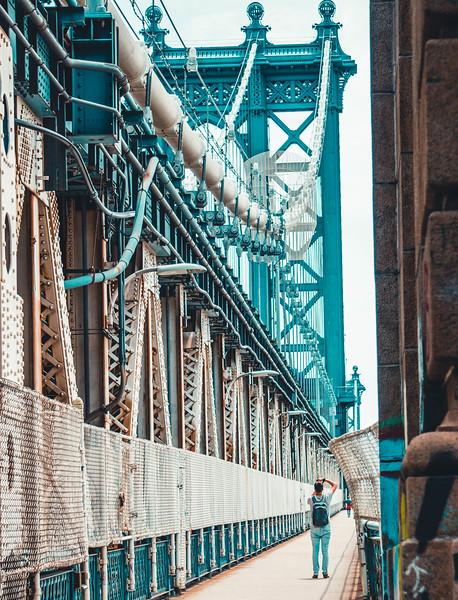 Photographer of Manhattan bridge.jpg