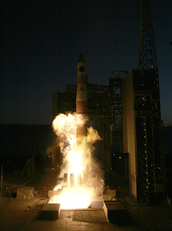 First Delta IV launch with NROL-22 (USA 184) from Vandenberg AFB. CA. 06-28-2006