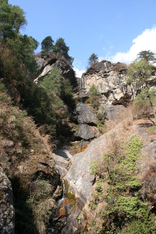 Waterfall near Monzo 2.JPG