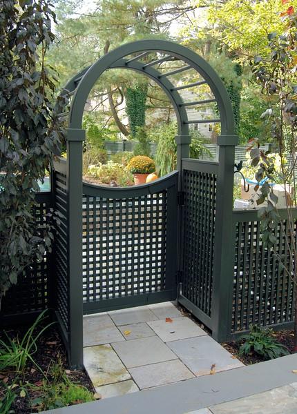 873 - NJ - Lattice Gate in Spindle Top Arbor