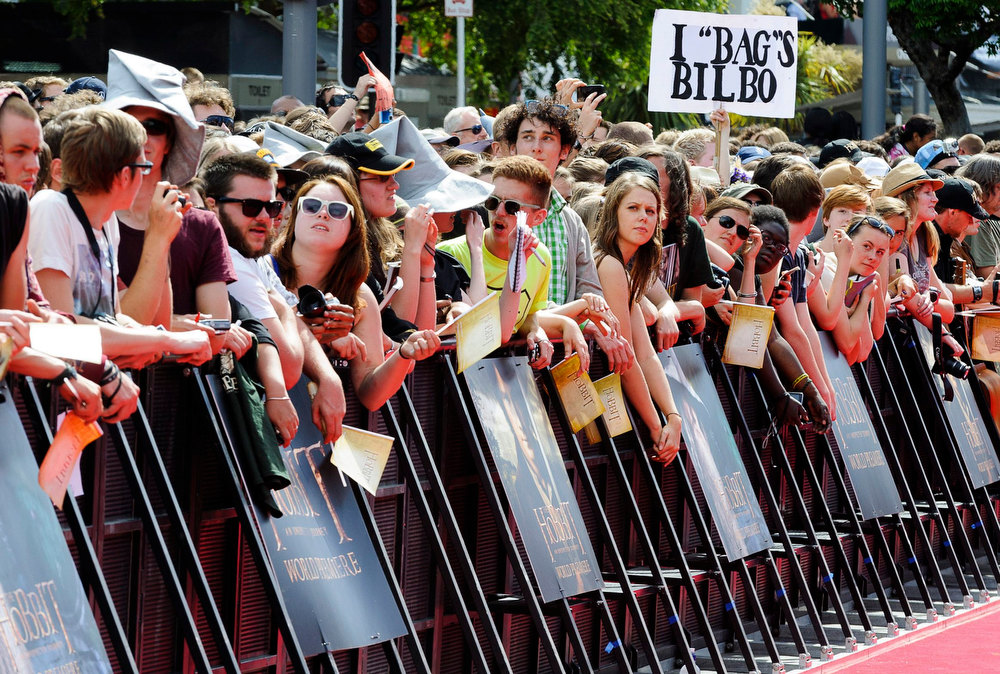 . Fans crowd along the red carpet of the world premiere of \'The Hobbit - An Unexpected Journey\' in Wellington November 28, 2012.    REUTERS/Mark Coote