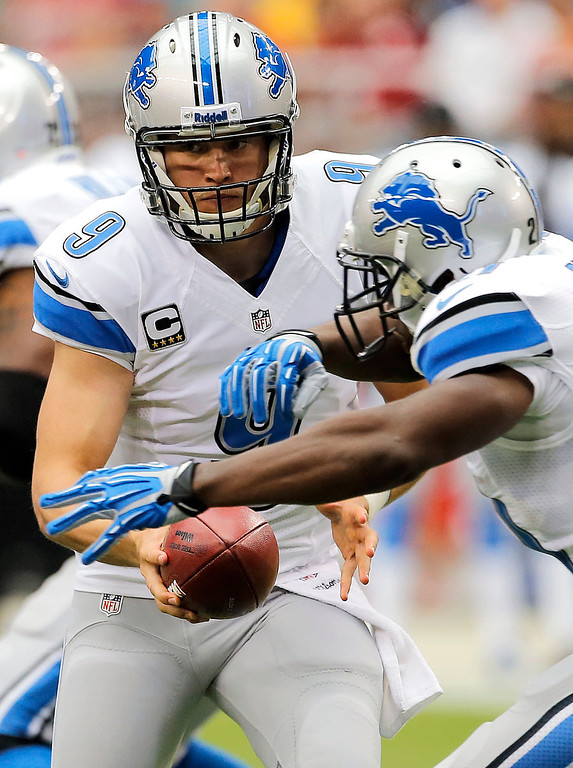 . Detroit Lions quarterback Matthew Stafford (9) fakes a handoff to teammate Reggie Bush during the first half of a NFL football game against the Arizona Cardinals, Sunday, Sept. 15, 2013, in Glendale, Ariz. (AP Photo/Matt York)