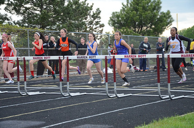Hurdles - 2014 MHSAA T&F Regional at Warren Mott
