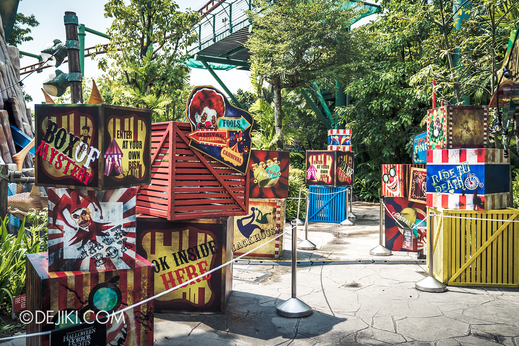 Halloween Horror Nights 7 Preview Construction Update Before Dark 4 - Happy Horror Days scare zone / April Fools' Day Clown Area