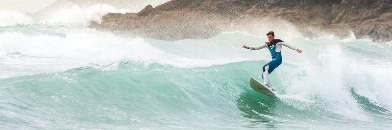 Polhu beach surfing