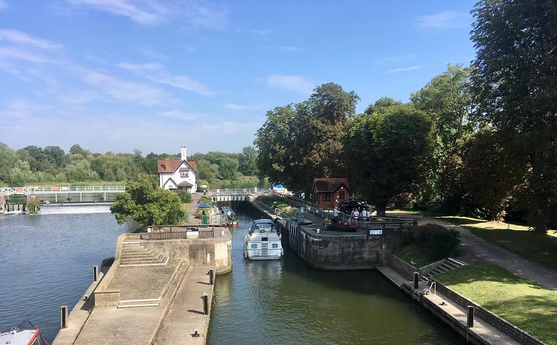 Watching Thames locks at work