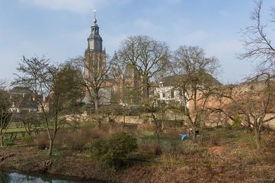 Walburgtoren en omgeving