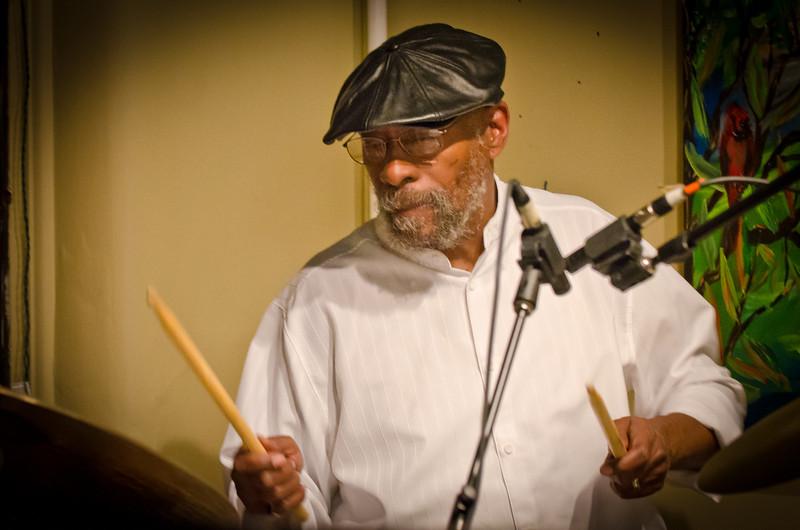 Eric Kamu Gravatt-The Cockeyed Band-The Black Dog---Mus-8058