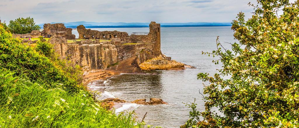 苏格兰圣安德鲁斯城堡,远近看城堡