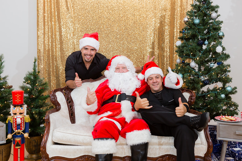 FADS Picture with Santa-384.jpg