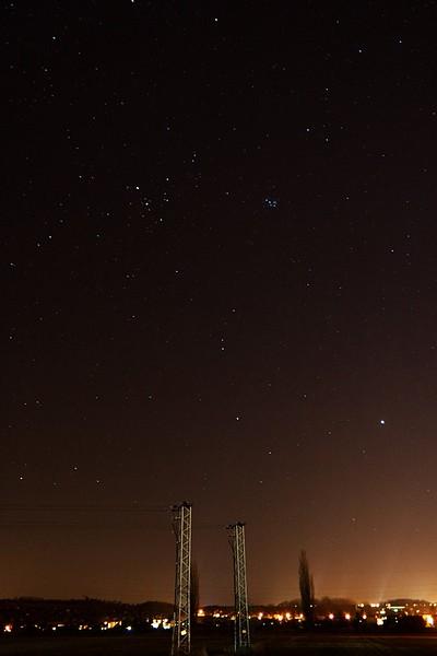 Velryba, nad ní Býk, vpravo nahoře část Persea, vpravo v dolní třetině Jupiter