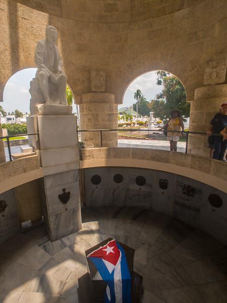 jose marti santa ifigrnia cemetery santiago de cuba-2.jpg