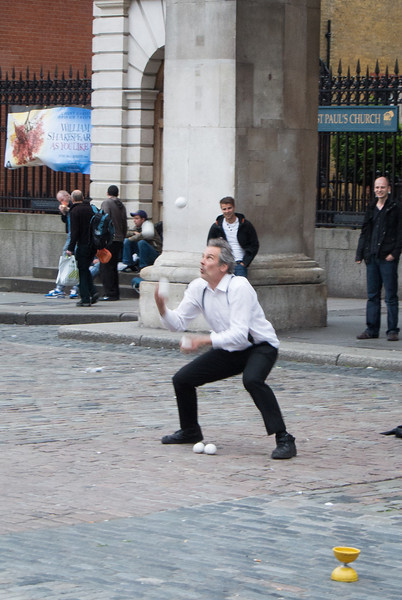 We watched some interesting street entertainers