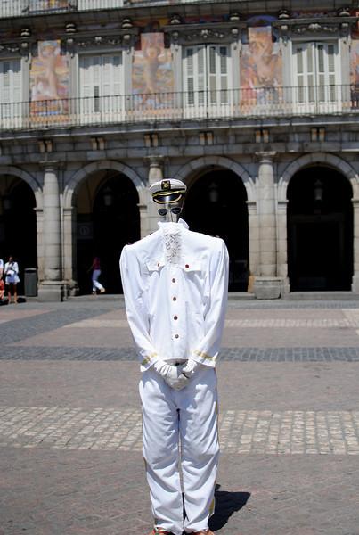 Invisible person, Madrid