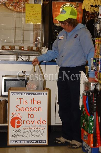 12-26-14 NEWS, TB Sherwood food pantry donation