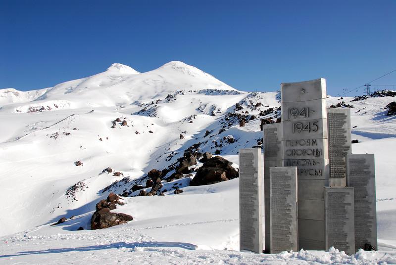 080502 1720 Russia - Mount Elbruce - Day 2 Trip to 15000 feet _E _I ~E ~L.JPG