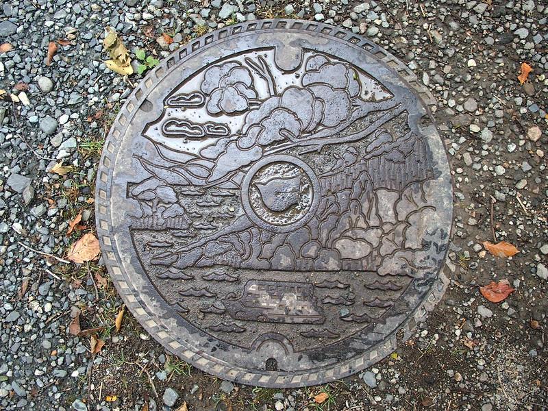 P9297766-lake-towada-drain-cover.JPG