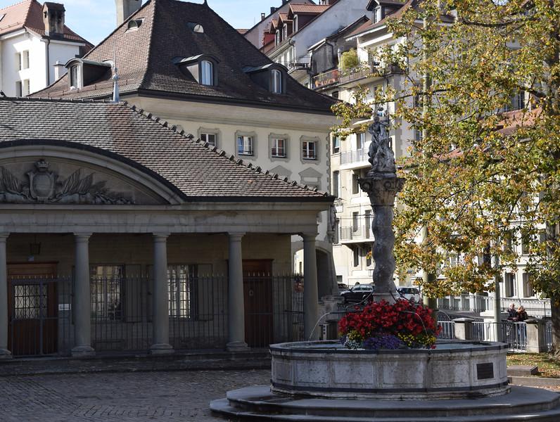 vor Rathaus mit Georgsbrunnen