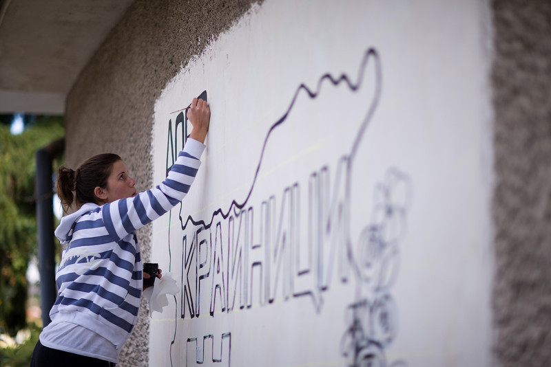 Look at the utter dedication. I mean really have you ever seen the bare outline of a mural look so good? I haven't.