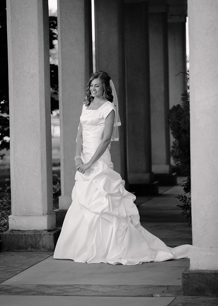 Amy Bridals 002bw.jpg