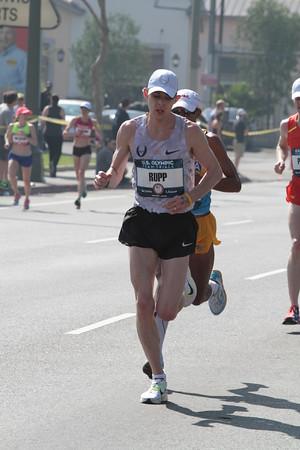 Men at 20 mile mark