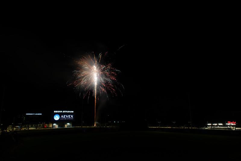 Fireworks_750_0537.jpg