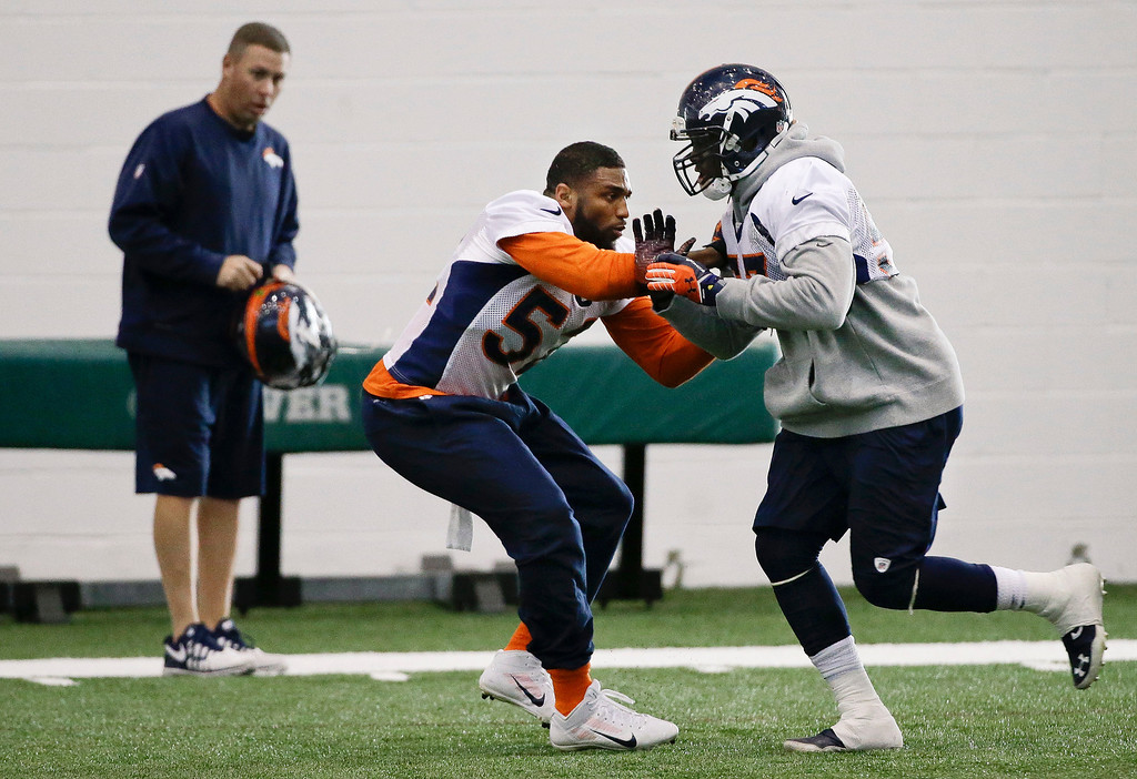. Denver Broncos linebacker Wesley Woodyard, center runs a drill with defensive end Jeremy Mincey, right, during practice Thursday, Jan. 30, 2014, in Florham Park, N.J. The Broncos are scheduled to play the Seattle Seahawks in the NFL Super Bowl XLVIII football game Sunday, Feb. 2, in East Rutherford, N.J. (AP Photo)