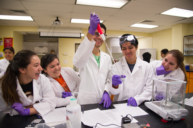Students Allison Romo(left) Halle Mercado, Javier corral, Matthew Morales and Morgan Hills. Work together on transferring distilled water to a glass beaker in General Chemistry I class.