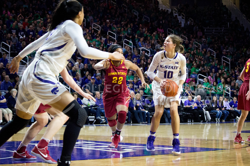 Sophomore guard Kayla Goth prepares to throw the ball into the basket during the K-State game against Iowa State in Bramlage Coliseum on Feb. 11 2017 where the Wildcats beat the Cardinals 80-68. (Alanud Alanazi | The Collegian)