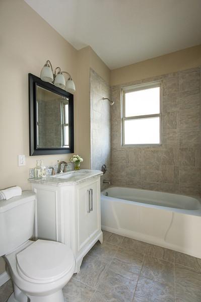 4011-Jefferson-Bathroom-5.jpg
