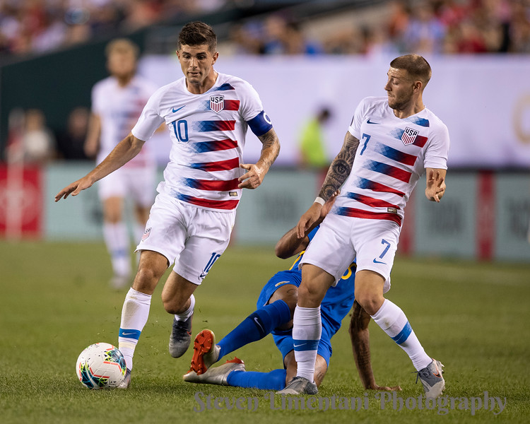 Christian Pulisic #10, Paul Arriola #7, Shermaine Martina #15