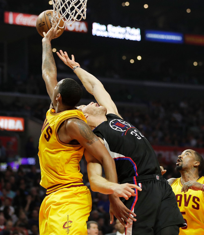 . Cleveland Cavaliers\' Channing Frye, left, grabs a rebound against Los Angeles Clippers\' Blake Griffin during the first half of an NBA basketball game Saturday, March 18, 2017, in Los Angeles. (AP Photo/Jae C. Hong)