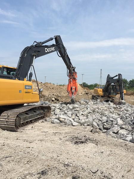 NPK M20G material processor on Deere excavator - Murphy Tractor in MI 2017 (4).JPG