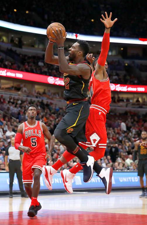 . Cleveland Cavaliers\' Jeff Green, left, drives past Chicago Bulls\' David Nwaba during the first half of an NBA basketball game Monday, Dec. 4, 2017, in Chicago. (AP Photo/Charles Rex Arbogast)