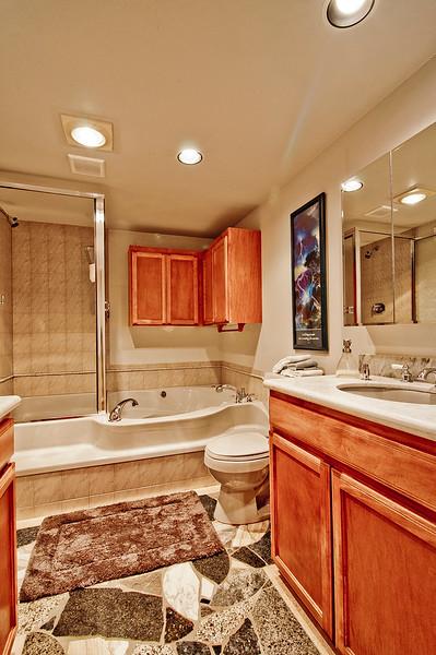 bath 1 main flr.jpg