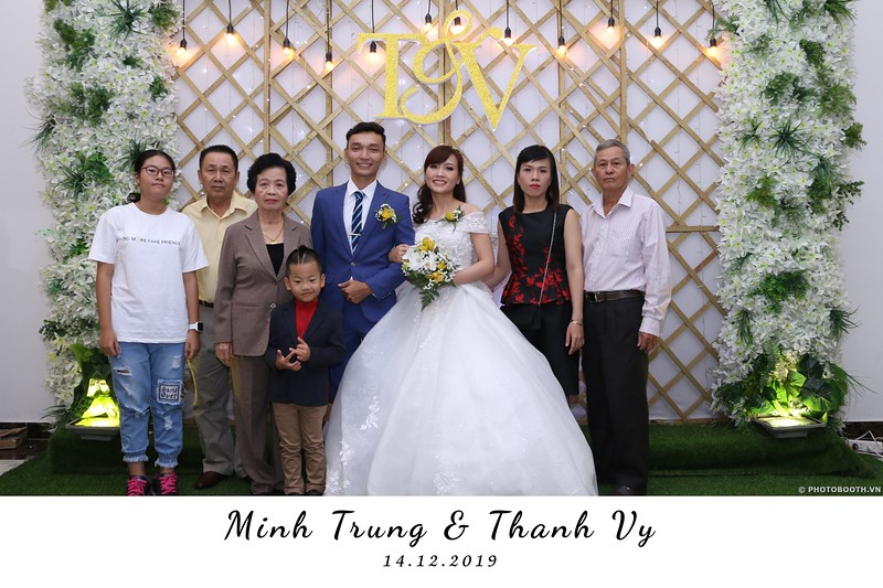 Trung-Vy-wedding-instant-print-photo-booth-Chup-anh-in-hinh-lay-lien-Tiec-cuoi-WefieBox-Photobooth-Vietnam-031.jpg