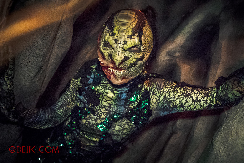 Halloween Horror Nights 6 - Hu Li's Inn / Snake spirit in the cave