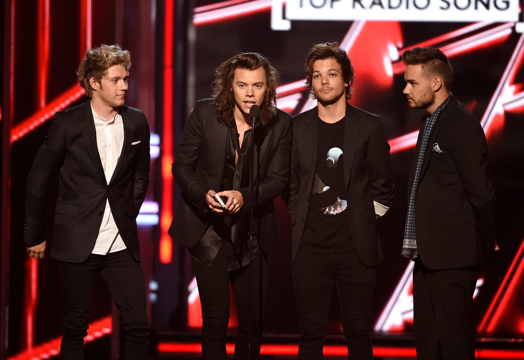 . Niall Horan, from left, Harry Styles, Louis Tomlinson, and Liam Payne of One Direction present the award for top radio song at the Billboard Music Awards at the MGM Grand Garden Arena on Sunday, May 17, 2015, in Las Vegas. (Photo by Chris Pizzello/Invision/AP)
