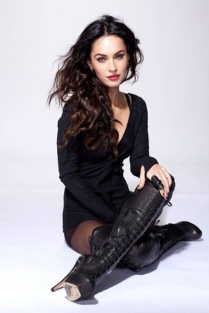 No more Kankles, Elegant, edgy really tall Boots with Woman in them