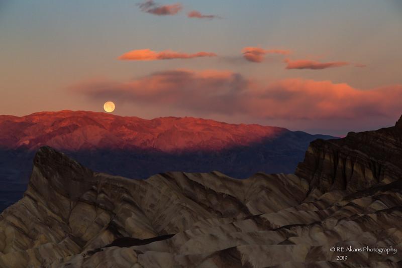Moonset at Zabriskie Point 8778-1.jpg