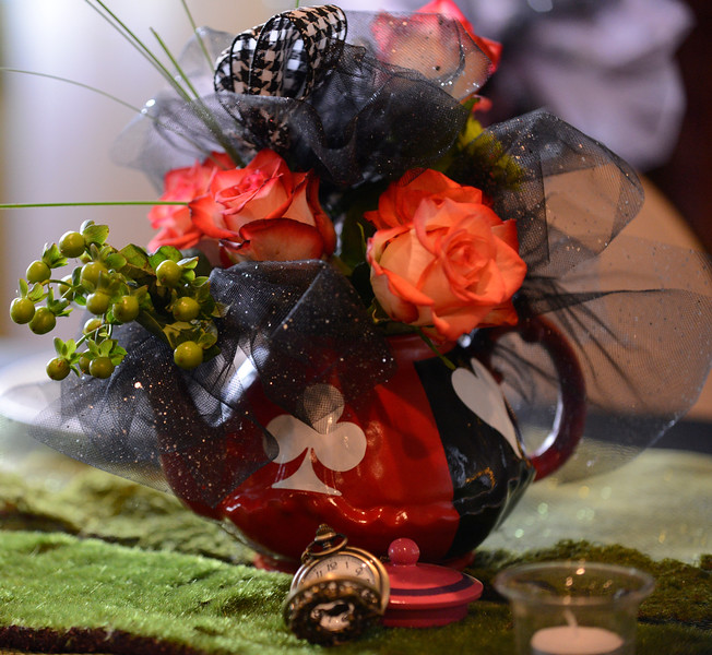 Head table bouquet - teapot by Eric