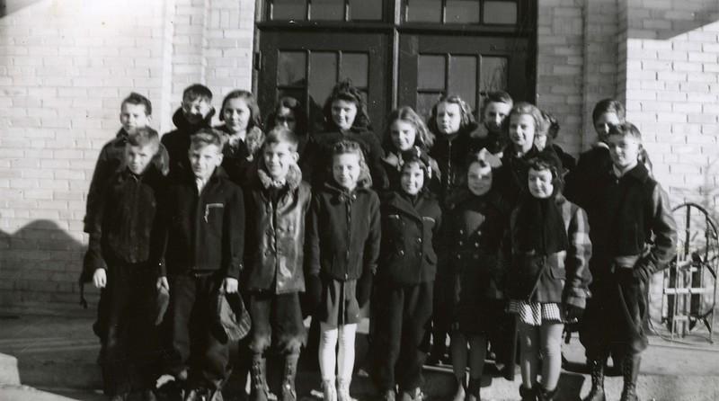 JA154.  Unknown‡ school kids - Arthur - ca 1940.jpg