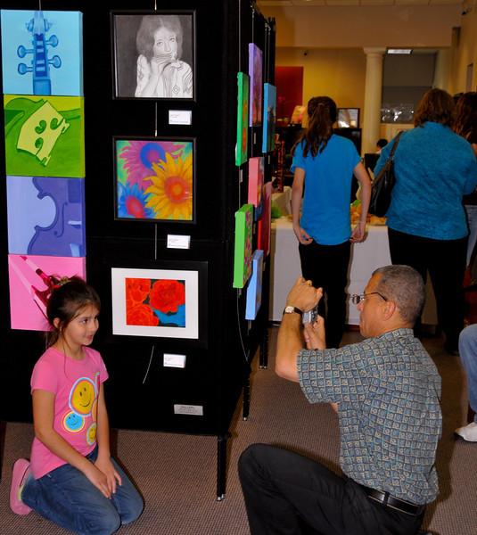2009-04-02_ARTreach-GalleryNight-Lrg-0547.jpg