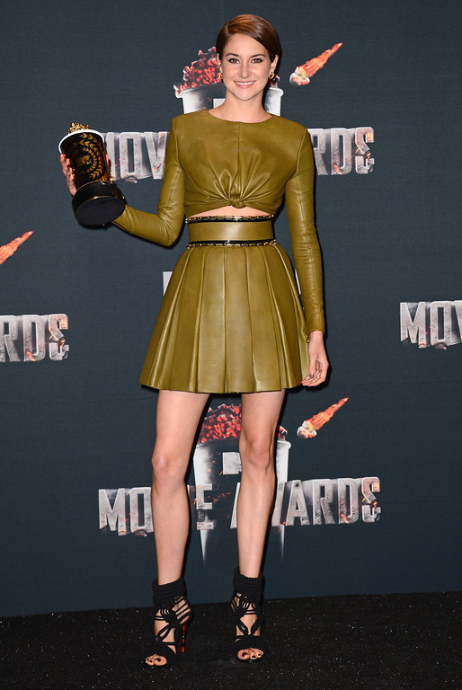 """. Shailene Woodley poses in press room with her award for favorite character for \""""Divergent\"""" at the MTV Movie Awards on Sunday, April 13, 2014, at Nokia Theatre in Los Angeles. (Photo by Jordan Strauss/Invision/AP)"""